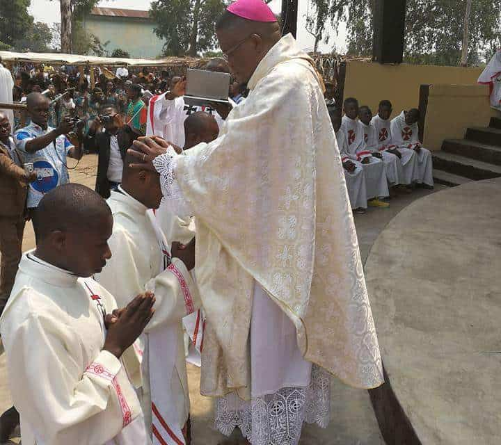 Monseigneur José Moko Ordonne 3 prêtres  et 3 diacres à Idiofa !