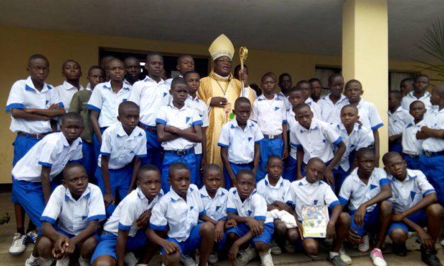 Année scolaire 2017-2018 au Petit Séminaire : Mgr José Moko célèbre la messe d'ouverture !