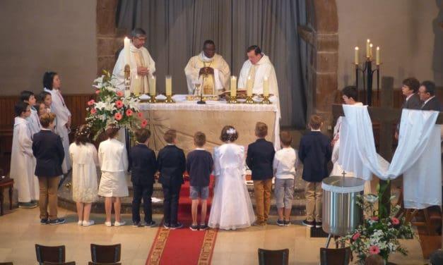 Après Mapangu et Kilembe, Monseigneur José Moko confirme 18 jeunes à l'Eglise de Lupstein!