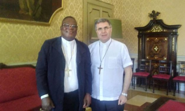 Monseigneur Corado  reçoit Monseigneur José Moko à Palermo!