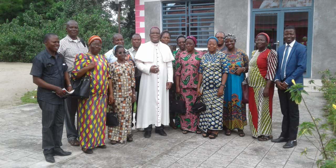 L'Equipe pastorale de Saint Kizito se réunit autour de son curé !