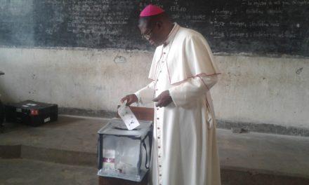 Elections: Mgr José Moko a voté à Idiofa ce dimanche à 10h55!