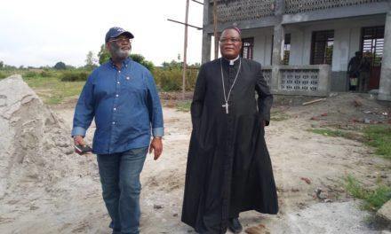 L'architecte Bonaventure Mutonj apprécie les chantiers du diocèse d'Idiofa!
