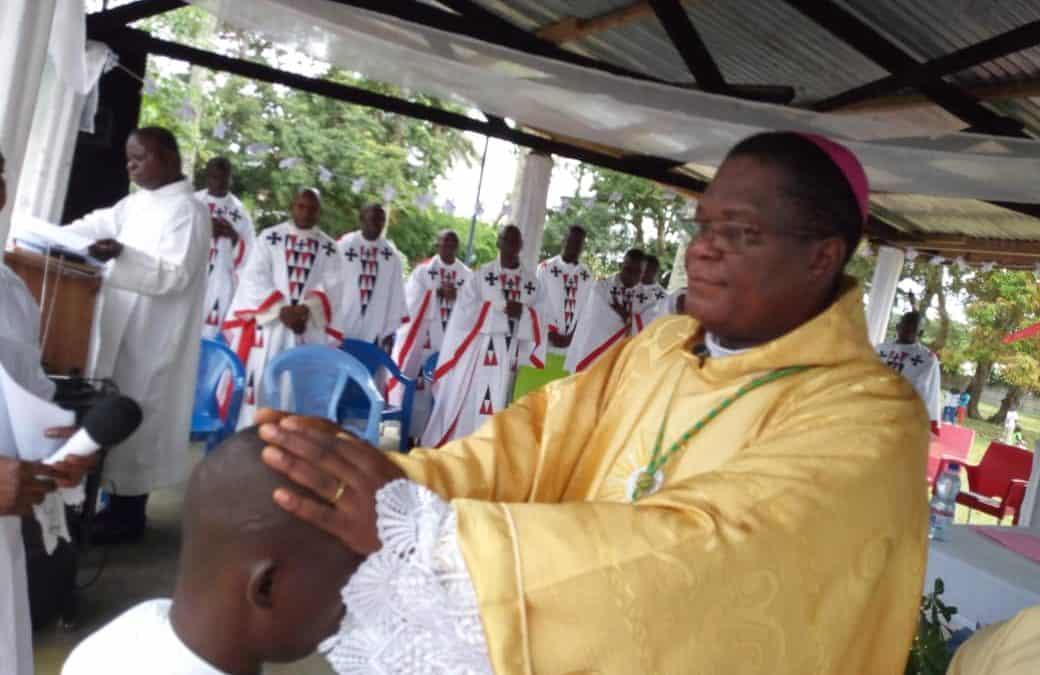 Mgr José Moko admet 3 diacres au sacerdoce et 3 séminaristes au diaconat!