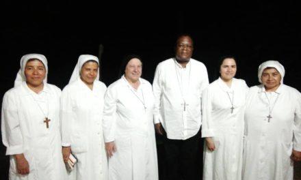 La mère Générale des sœurs filles de la Croix a rencontré Mgr José à Mokala.