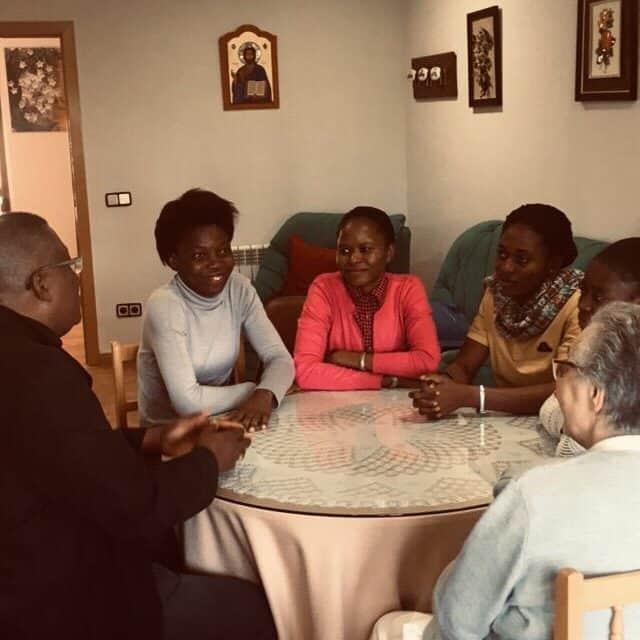 Les Sœurs de Mercedarias reçoivent Mgr Moko!