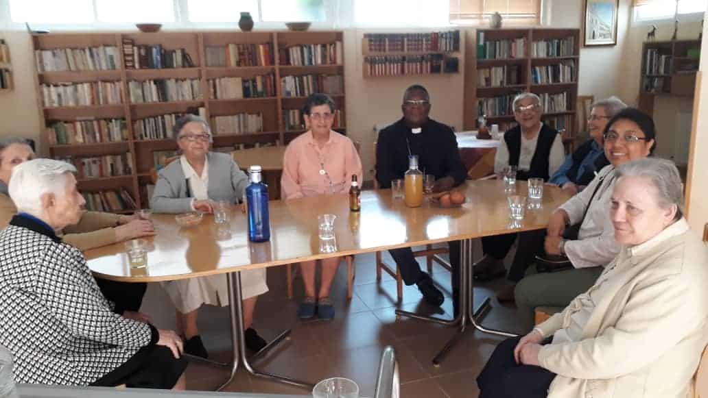 Monseigneur José visite les sœurs de Sacré cœur à Madrid