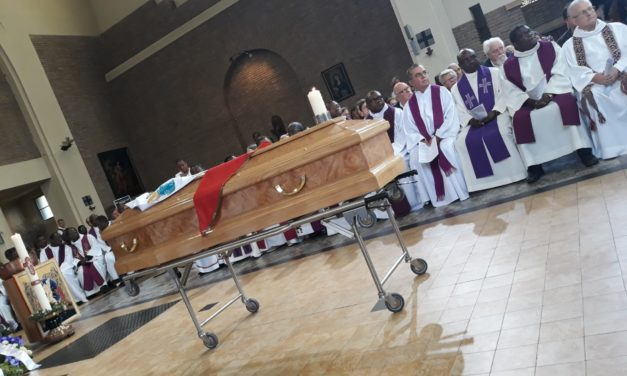 Idiofa accompagne Monsieur l'abbé José Serge Nzazi à sa dernière demeure!